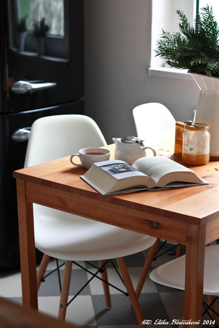 Různobarevné domácí - Ranní bordýlek u snídaně .. Jasmínovej čaj, med, Steve Jobs, čerstvý chladný vzduch a ticho !
