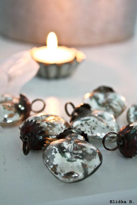 Hnízdo - Trocha vánočních ozdob .. aby se neřeklo, že se kýčovitých cinkrlátek poněkud zdržuji