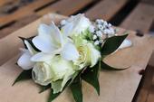 Svadobné pierka zo živých kvetov,