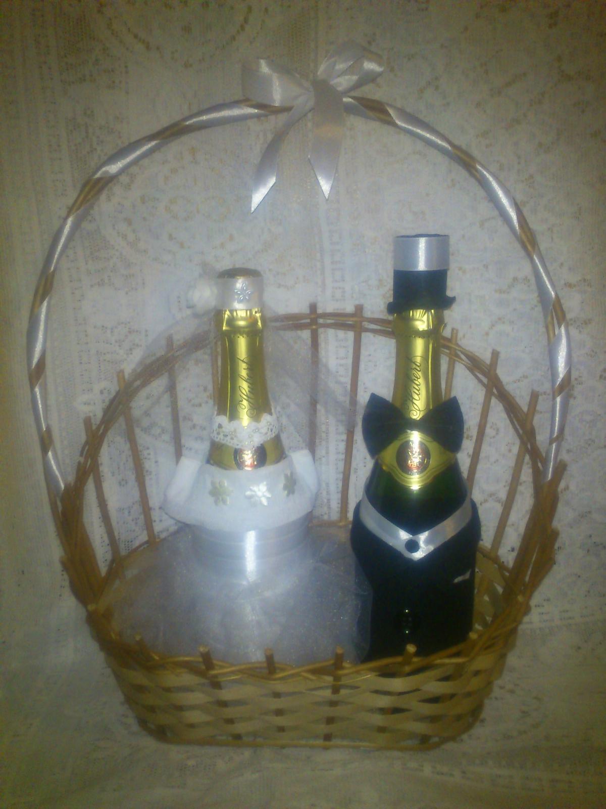 Originálny darček pre mladomanželov- zdobené fľaše - Obrázok č. 1