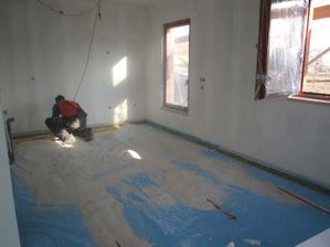 Zasypávání podlahy v kuchyni...moukou....:) :)