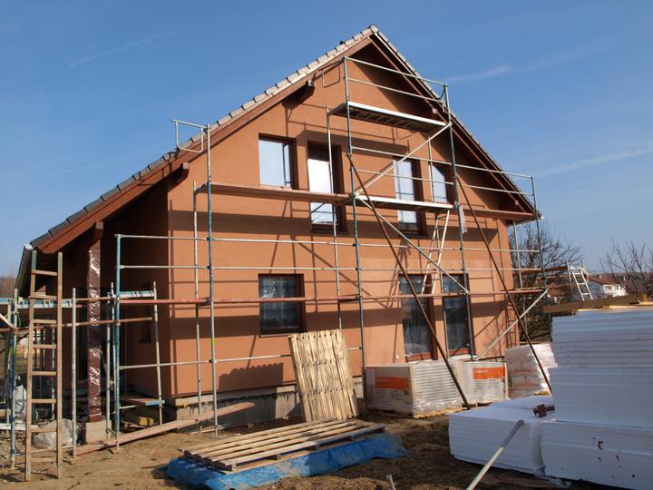 Stavba - 2. a 3. týden - Druhý týden už svítilo sluníčko:)