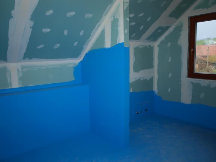 Stavba - 2. a 3. týden - Koupelna v podkroví připravená na dodělání