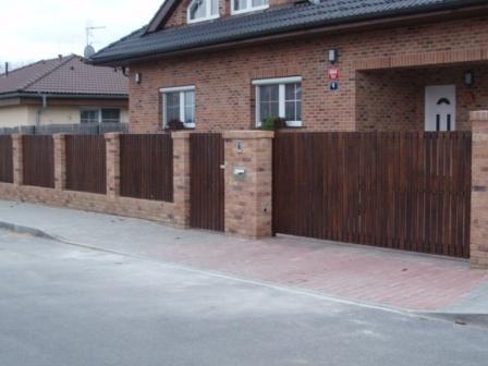Stavíme s Rýmařovem - Tak takhle nějak bych si představovala plot k našemu domku.