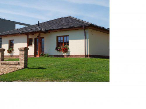 Stavíme s Rýmařovem - Černá střecha a bílá fasáda 2