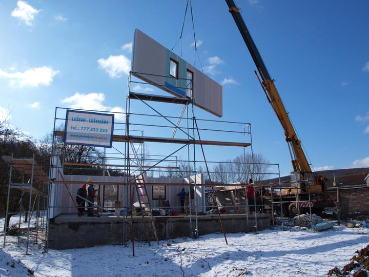 Stavba - 1. týden - Během pár hodin vyrostlo přízemí.