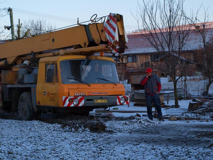 Stavba - 1. týden - ..a pan stavbyvedoucí už má těžkou hlavu:)
