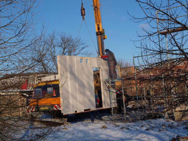 Stavba - 1. týden - ...byla na zem odložena.