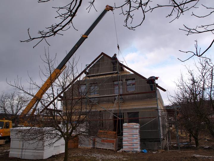 Stavba - 1. týden - Už se začíná rýsovat krov...