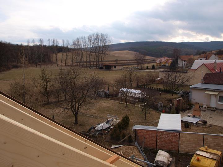 Stavba - 1. týden - Malebný výhled ze střechy...