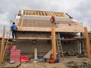 A pro změnu zase práce na střeše...