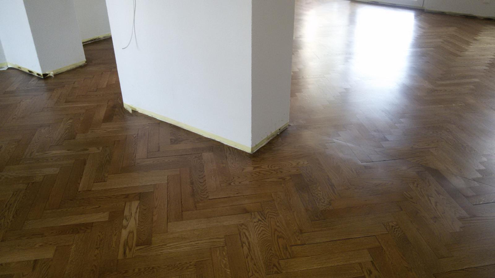 Naša rekonštrukcia - Moja vysnívaná podlaha sa stáva mojou nočnou morou. Práce trvajú neuveriteľne dlho a teraz po namorení sú fľaky najmä okolo stien a pri okrajoch, tak už neviem...