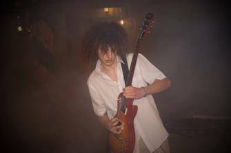 od bratranca sme dostali gitarové sólo :-D .... nemal chybu .... aj dym sme mu pustili rockerovi ;-)