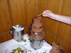 dvojfarebná fontána .... tiekla nám mliečna a horká čokoláda, takže každý si prišiel na svoje ;-)