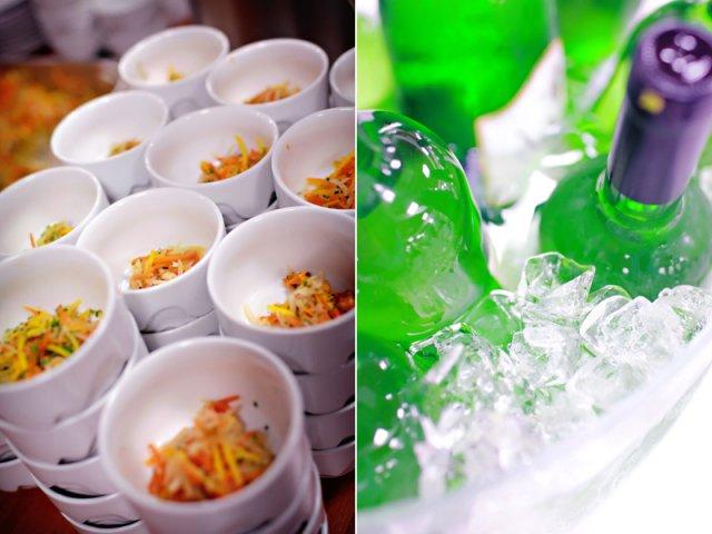 Zopar detailov svadby - zeleninove julienne nachystane v miskach na polievku a zachladene vinko