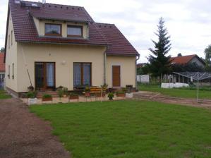 terasa a rostoucí trávník
