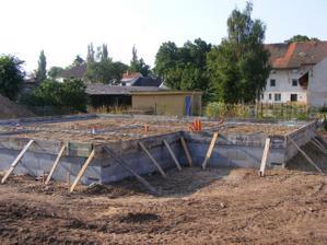 hotové šalování a připraveno na zalévání první vrstvy betonu