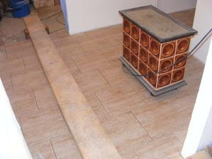 podlaha v technické místnosti pod schody - dlažba Travertin béžový (Rako)