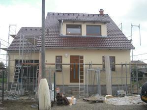 pohled na dům po dokončení fasády z ulice