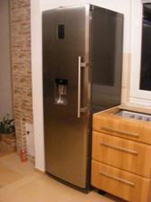 lednička je na svém místě