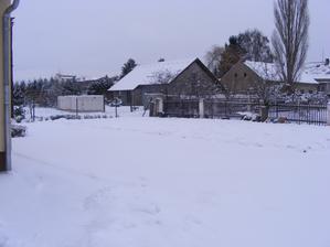 Zima přišla i  k nám, ale dnes už sníh zase mizí