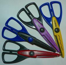 tak týmito nožničkami budem vyrábať pozvánky a menovky na svadbu