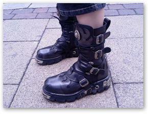 tieto som xcela k satam, ale nedovolili mi :-) ale rada ich nosim :-)