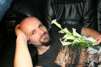 uz manzel s mojou svadobnou kytickou :-)