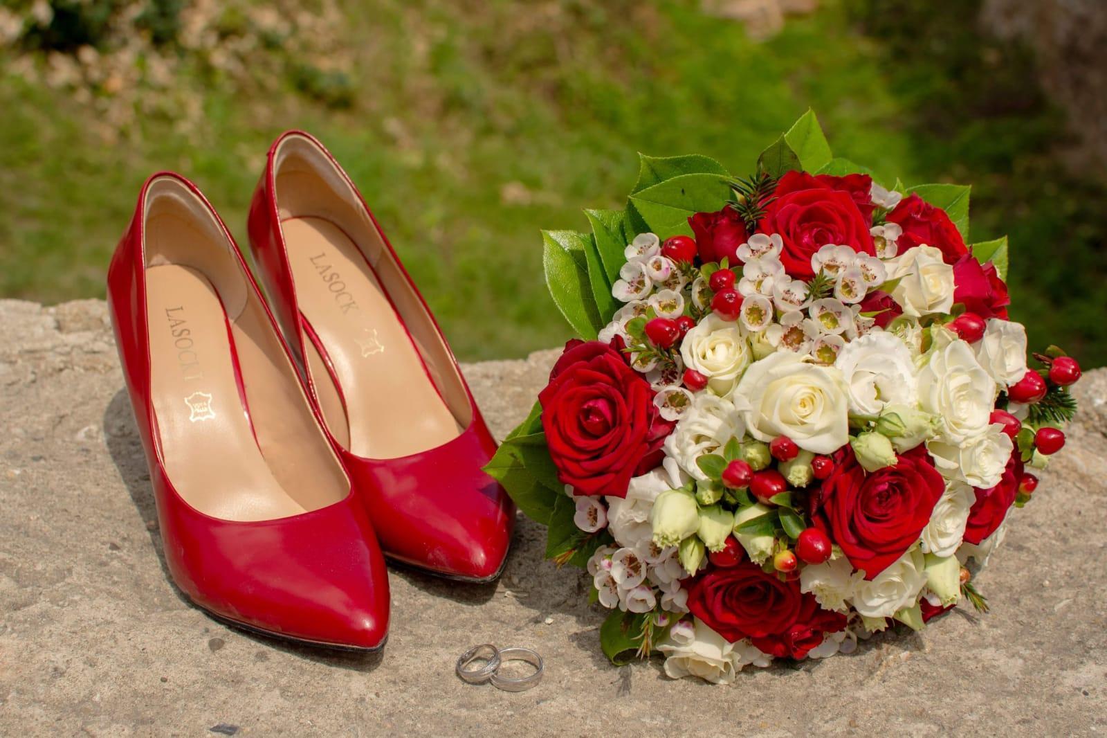 Katka{{_AND_}}Láďa - Červená je oblíbená barva ženicha,takže bylo jasno