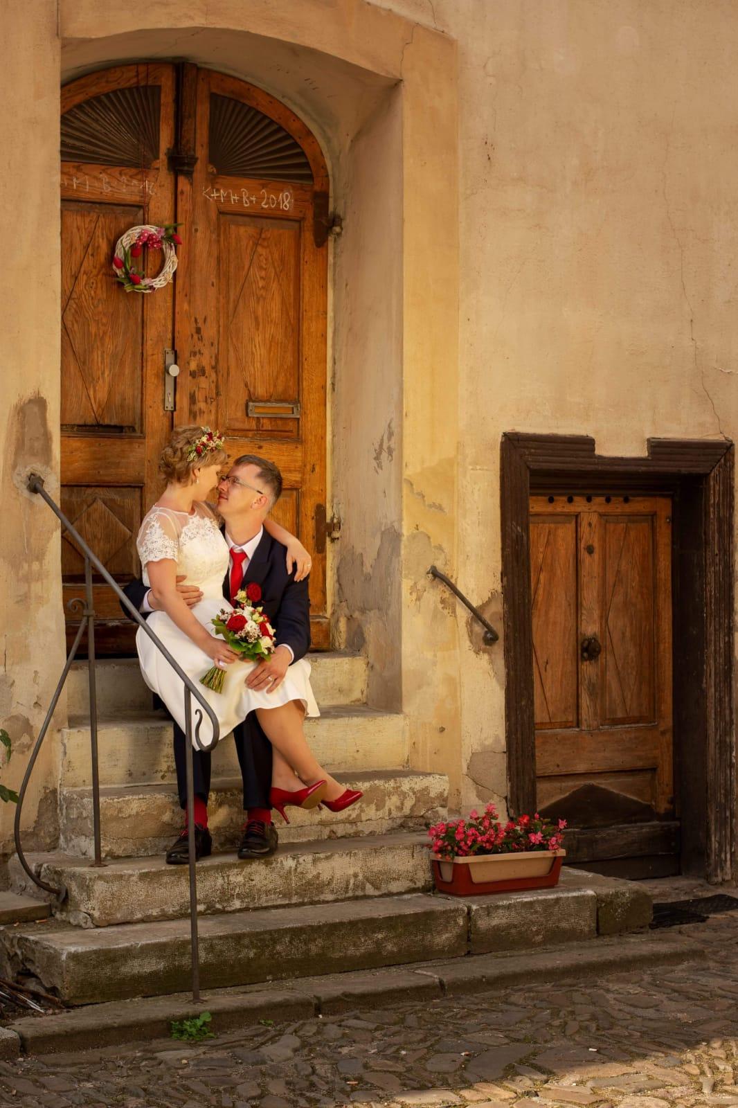 #mojenej Tuto fotku milujeme s manželem oba, vnímáme ji hodně emočně a vždycky se nám při pohledu na ni ty krásné pocity vrací. - Obrázek č. 1