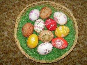 dekorace na velikonoční stůl - ošatka s vajíčky