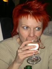 samozřejmě pije Lucinka minerálku:-)