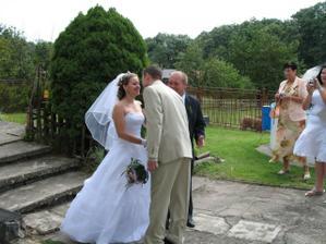 uvítání a předání svatební kytice