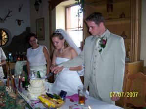krájíme svatební dort
