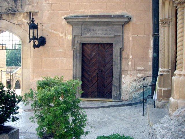 Nasa svadba - vchod do Hunadyho saly z nadvoria