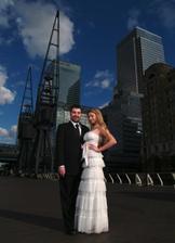 ... este jedno foto z Londyna (prezliekla som sa do popolnocnych siat, fukal hrozny vietor, a v svadobnych sa nedalo vydrzat ;-)
