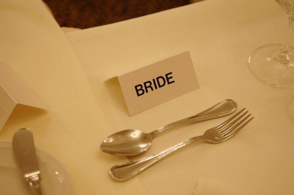 Detailiky nasej svadby 13.9.2008 - nase menovky - rucne vyrobene - to som ich este dorabala vecer pred party ;-)