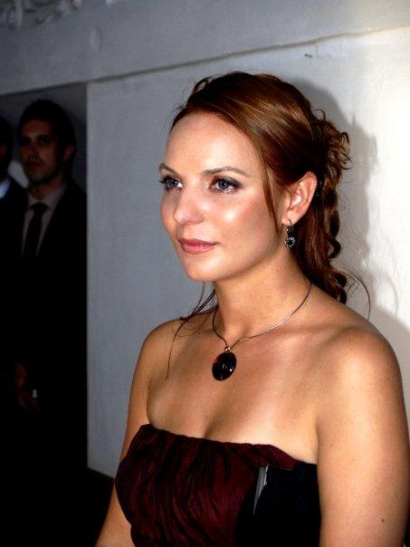 Detailiky nasej svadby 13.9.2008 - detail nahrdelniku na krku - a tu taktiez vidno aky mali druzicky pekny make-up ;-) vdaka Palovi Ciesarovi