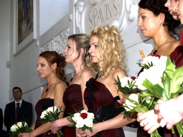 Detailiky nasej svadby 13.9.2008 - druzicky - ucesy - kyticky ;-)