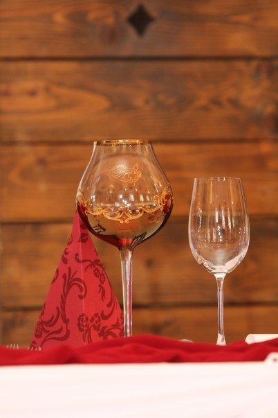 Detailiky nasej svadby 13.9.2008 - ... velky pohar z ktoreho som cely vecer popijala ...