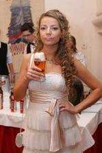 detail popolnocnych siat - nevesta pije pivo, s penou na ustach ;-)