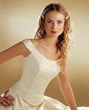 moje svadobné šaty na modelke, budú ale v bielom