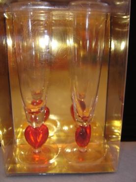 Naša svadba 2.jún 2007 - svadobné poháre ešte zabalené