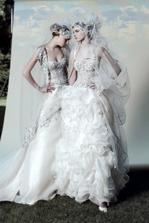 pripomína mi to spodné prádlo pod svadobné šaty, takú spodničku nie?!