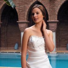svadba moze byt zaujimava aj pri bazene, teda aspon fotenie