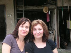 já a moje sestra. Konečně jsme si podobné, když jsem si narovnala vlasy!
