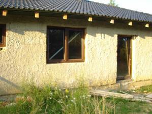 Okno do druhej detskej izby a dvere z obývačky na terasu
