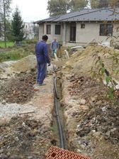 Od stĺpa k domu pôjde elektrika v zemi