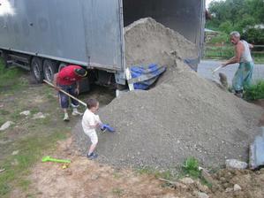 A takto sme si doviezli štrk na vlastnom kamione