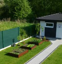 mini záhradka sa rozrástla o nový záhon a ríbezle :-)